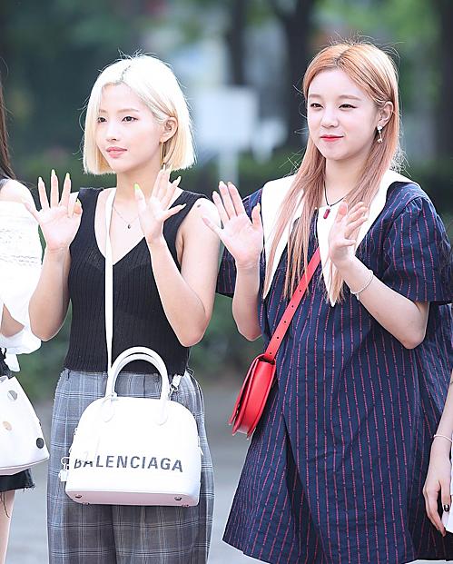 So Yeon và Yuqi.