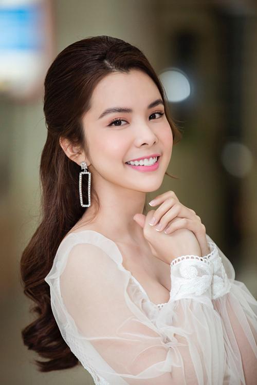 Từng là sinh viên ngành Điều dưỡngtrường Cao đẳng Lê Quý Đôn, Huỳnh Vy tỏ ra hào hứng khi về thăm trường cũ.