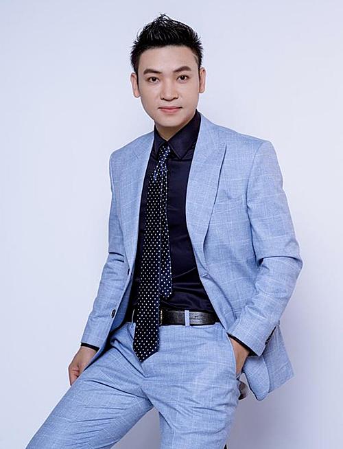Ca sĩ Duy Khoa.