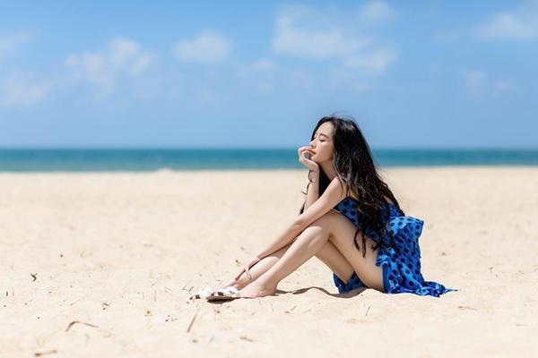 Jun Vũ xinh đẹp trong bộ ảnh chụp trênbãi biển thơ mộng.