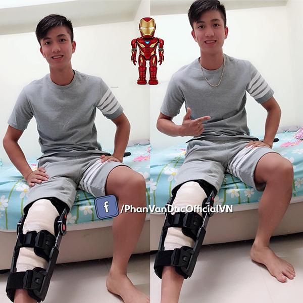 Phan Văn Đức vui vẻ sau khi phẫu thuật chấn thương ở nước ngoài.