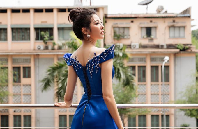 <p> Ngoài công việc chính là MC, cô còn quản lý công ty riêng, đồng thời đang theo học chuyên ngành Truyền thông của một trường đại học quốc tế ở Việt Nam.</p>