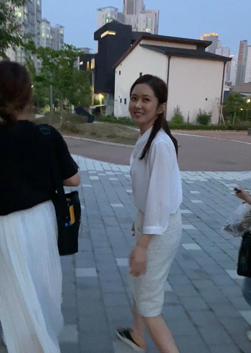 Ảnh chụpvội bằng camera thường cũng không làm khó được Jang Nara.