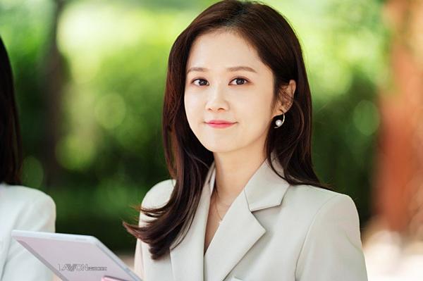 So với tuổi 38, nữ diễn viên được khen là quá tươi trẻ, ngọt ngào.