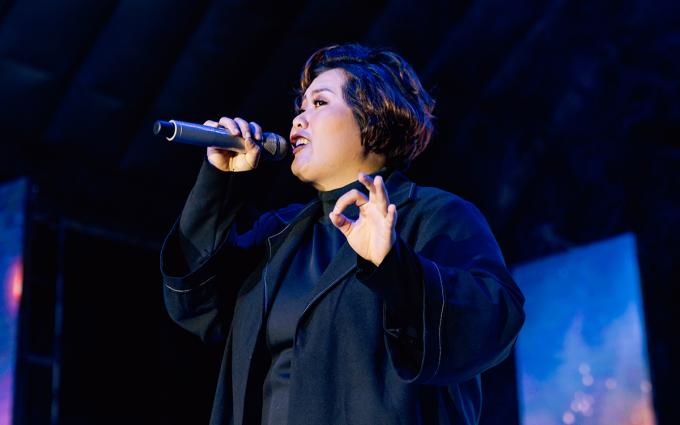 """<p> Ca sĩ Phương Anh Idol khoe giọng nội lực với """"Rồi mai thức giấc"""", """"Yêu rồi""""...</p>"""