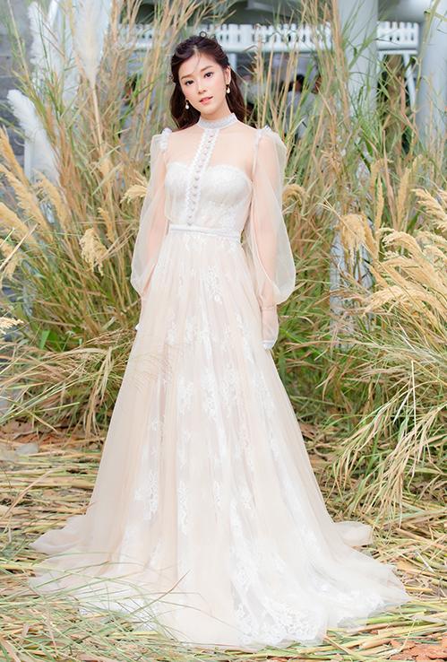 """<p> Ngày 6/7, Hoàng Yến Chibi tham dự show thời trang của NTK Chung Thanh Phong tại TP HCM. Cô được chọn là một trong 6 nàng thơ của BST """"I am sunny"""" lần này của nhà thiết kế.</p>"""