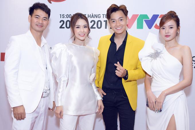 """<p> Ngày 7/7, Sam cùng Ngô Kiến Huy tham dự buổi giới thiệu """"Sếp nhí khởi nghiệp - Kiddie Shark"""". Đây là chương trình truyền hình thực tế về khởi nghiệp đầu tiên dành cho trẻ em từ 7 - 14 tuổi trên khắp cả nước.</p>"""