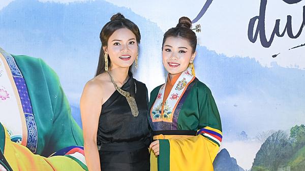 Phạm Phương Thảo và Thu Hằng.