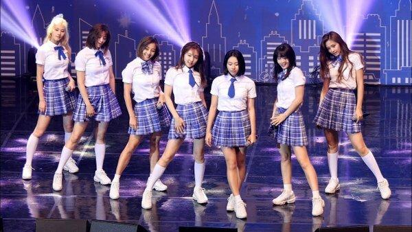 Trong sự kiện mới, Twice chỉ biểu diễn với 7 người.