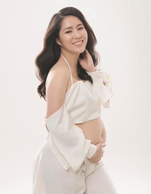 Lê Phương đang ở tháng cuối của thai kỳ.au cuộc hôn nhân ồn ào với Quách Ngọc Ngoan, giờ đây Lê Phương đang tận hưởng hạnh phúc bên chồng kém tuổi Trung Kiên.