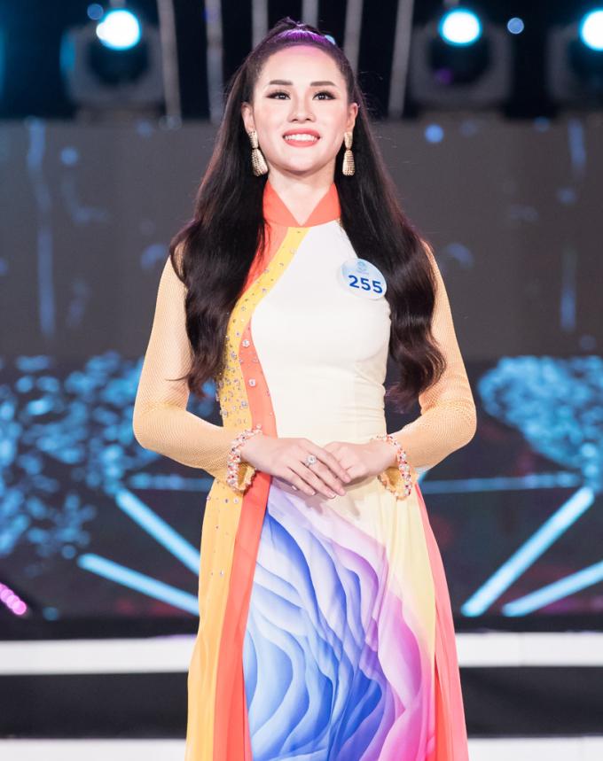 <p> Nguyễn Huyền Trang là một trong 34 thí sinh tham dự chung khảo phía Bắc Miss World Việt Nam 2019. Trong chương trình tối qua diễn ra tại Tuần Châu, Hạ Long, bạn gái của cầu thủ Trọng Đại nhận được nhiều chú ý.</p>