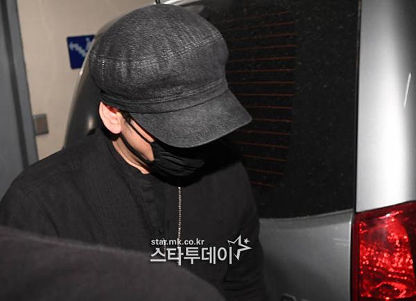 Yang Hyun Suk đến sở cảnh sát lấy lời khai vào 27/6.
