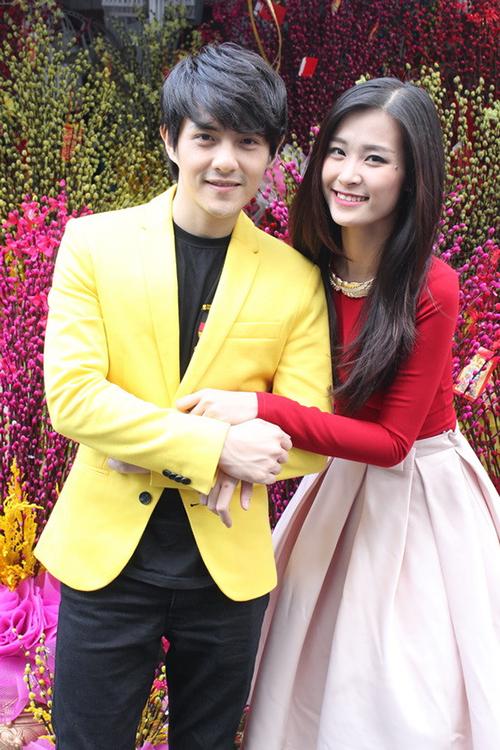 Đông Nhi - Ông Cao Thắng mặc tông xuyệt tông theo phong cách colour block được yêu thích năm 2014.
