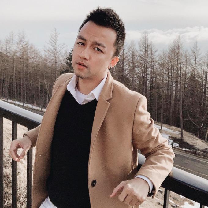 <p> Ngoài đời, Trần Lập khá điển trai, có phong cách thời trang lịch lãm, thu hút. Hiện, anh đang sinh sống và làm việc tại Sài Gòn.</p>