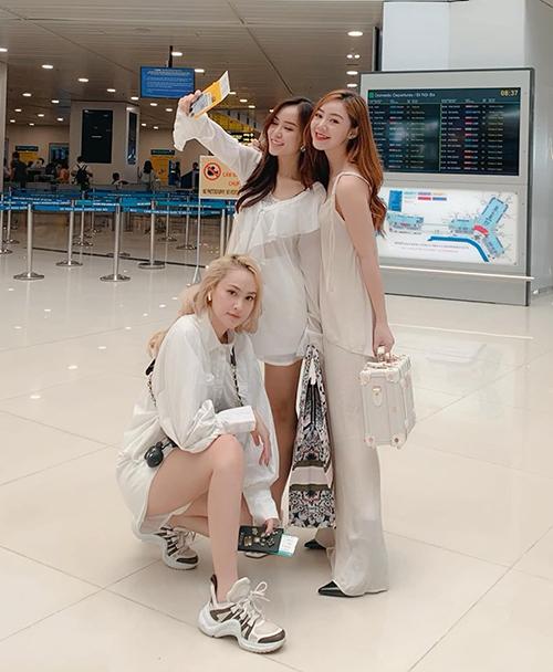 Quỳnh Kool đi du lịch cùng hội bạn thân hot girl.