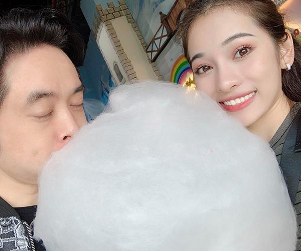 Duyên Sara gọi chuyện tình của mình với Dương Khắc Linh là chuyện tình kẹo bông.