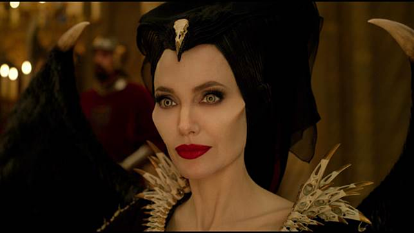 Tạo hình hóa ác đầy ấn tượng của Maleficent.
