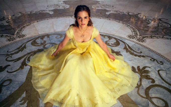 <p> Emma Watson được chọn vào vai nàng Belle trong <em>Beauty and the Beast.</em> Belle được miêu tả mang vẻ đẹp thông minh, lém lỉnh, rất phù hợp với tạo hình của Emma Watson. Tuy nhiên, khi lên phim, nữ diễn viên người Anh lại không tạo ra được điểm nhấn đặc biệt cho vai diễn Belle. Nhiều khán giả nhận xét, họ vẫn cảm thấy Emma Watson là cô phù thủy Hermione năm nào trong <em>Harry Potter.</em></p>