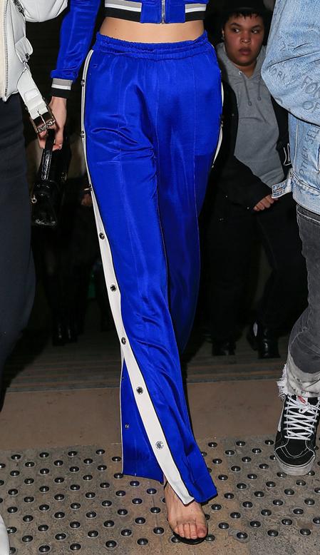Nhìn đôi chân, bạn có phân biệt được Gigi và Bella Hadid? - 2