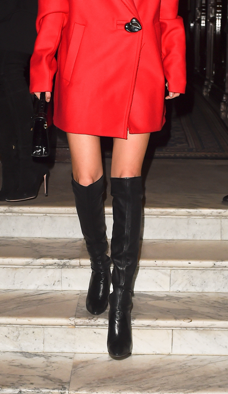 Nhìn đôi chân, bạn có phân biệt được Gigi và Bella Hadid? - 5