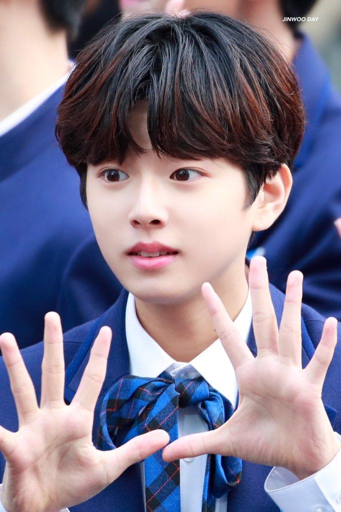 <p> Lee Jin Woo chính là hình mẫu những cậu em cute trong các bộ manga Nhật Bản.</p>