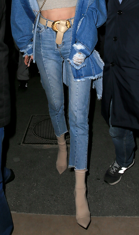 Nhìn đôi chân, bạn có phân biệt được Gigi và Bella Hadid? - 7