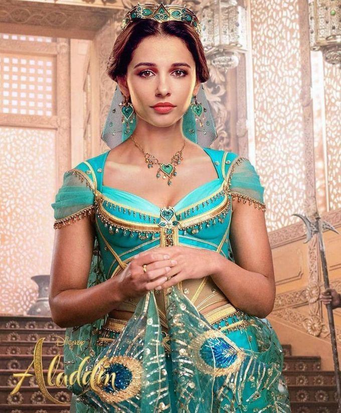 <p> Khi <em>Aladdin</em> được chuyển thể thành phiên bản live-action, vai diễn nàng công chúa Jasmine của Naomi Scott nhận được sự chú ý từ khán giả. Nữ diễn viên sinh năm 1993 mang vẻ đẹp pha trộn 2 dòng máu Á - Âu. Không chỉ có ngoại hình phù hợp với vai diễn, Naomi Scott còn sở hữu giọng hát ngọt ngào và lối diễn xuất tự nhiên.</p>