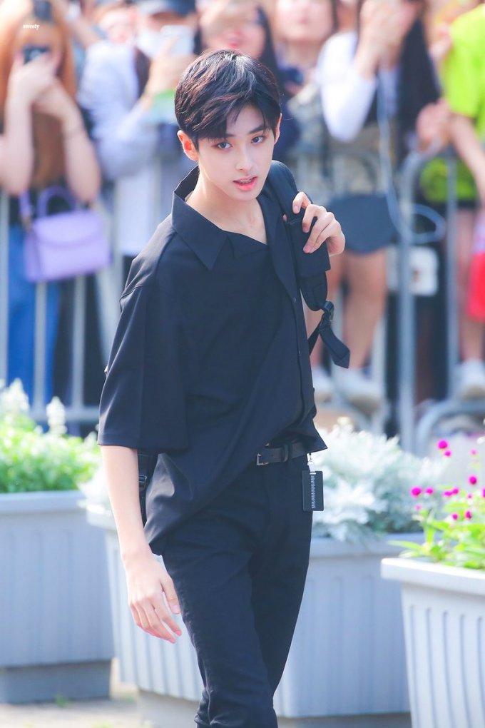 <p> Min Gyu là hình mẫu chỉ cần xuất hiện là thu hút mọi sự chú ý. Thực tế, anh chàng là người nhạy cảm, trầm tĩnh và luôn cố gắng.</p>
