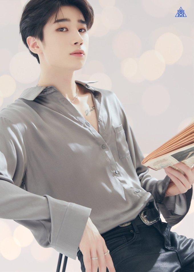 <p> Với những cô nàng thích hình tượng bad boy, Han Seung Woo chính là nhân vật mà họ chọn trong Produce X101. Nam ca sĩ có nét đẹp cá tính, thân hình cực sexy.</p>