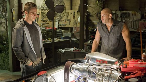 Nhìn lại hành trình 18 năm của series phim hành động tốc độ Fast & Furious - 3