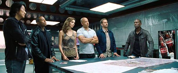 Nhìn lại hành trình 18 năm của series phim hành động tốc độ Fast & Furious - 5