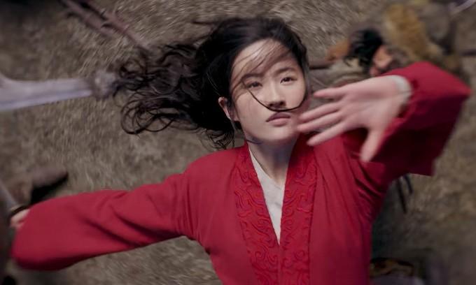 """<p> Lưu Diệc Phi là nàng công chúa người Trung Quốc đầu tiên của Disney. Cô đảm nhiệm vai nữ chính Hoa Mộc Lan trong bộ phim <em>Mulan</em> phiên bản live-action. """"Thần tiên tỷ tỷ"""" được đánh giá cao nhờ ngoại hình đậm chất Á Đông, khả năng võ thuật tốt và có thể thoại bằng tiếng Anh thành thạo.</p>"""