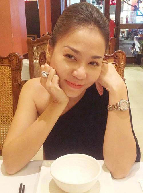 Thu Minh từng khoe chiếc nhẫn đính hôn giá đến 6 tỷ đồng do chồng Tây tặng.