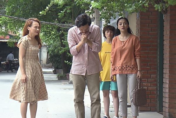 Thay vì quần áo sexy sang chảnh, Thu Quỳnh trong Về nhà đi con chủ yếu chỉ mặc đồ có chất liệu thô mát, nhiều món là hàng vintage với mức giá bình dân.