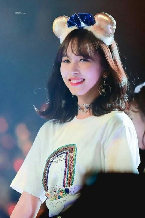 Trước khi bị bệnh tâm lý, Mina luôn tận hượng mọi khoảnh khắc trên sân khấu. Tuy nhiên, trong vài tháng gần đây, thành viên Twice thường xuyên tỏ ra mệt mỏi vì lịch làm việc dày đặc, liên tiếp bị chấn thương ở chân.