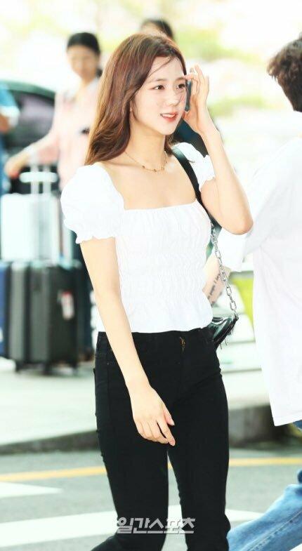 Vắng Lisa, Black Pink vẫn gây bão ở sân bay với nhan sắc đẳng cấp - 5
