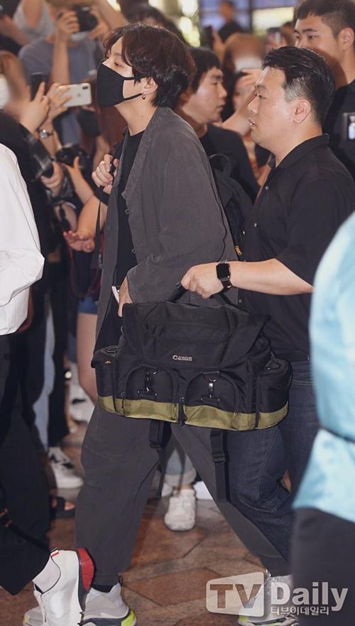 Phong cách của Jung Kook thu hút được nhiều sự chú ý và nhận được những phản hồi tích cực từ Knet.