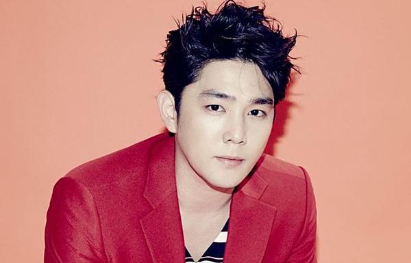 Kang In tên thật là Kim Young Woon, sinh năm 1985.