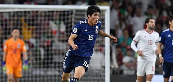 Cầu thủ Takehiro Tomiyasu (Nhật Bản).
