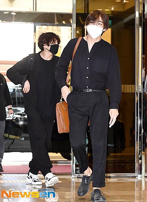 BTS Twice IZONE sân bay