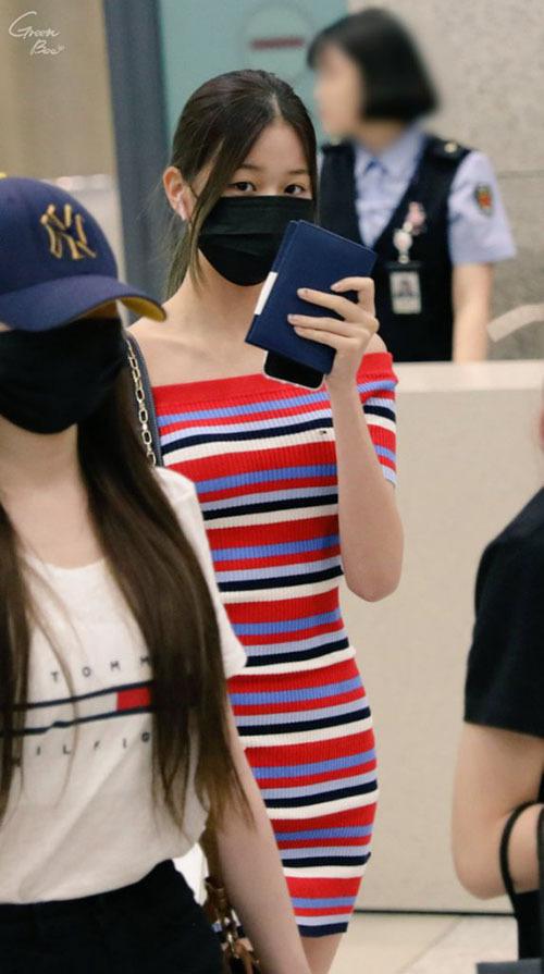 Thời trang sân bay khoe dáng triệt để của idol 15 tuổi Jang Won Young - 9