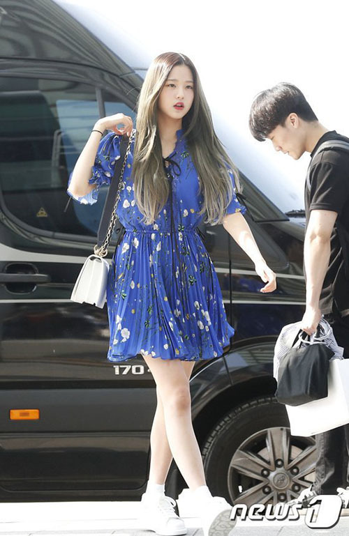 Thời trang sân bay khoe dáng triệt để của idol 15 tuổi Jang Won Young - 5
