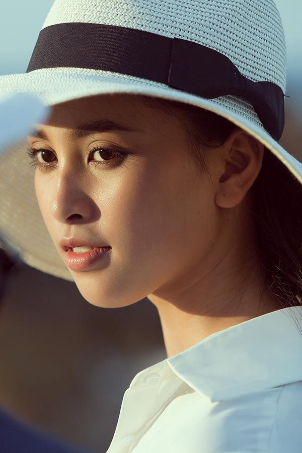 """<p> Hoa hậu Việt Nam 2018 được chọn trở thành Đại sứ hình ảnh cho """"Lễ hội hang động Quảng Bình"""" thời gian qua. Cô mong muốn với vai trò này sẽ góp phần quảng bá hình ảnh của mảnh đất miền Trung.</p>"""