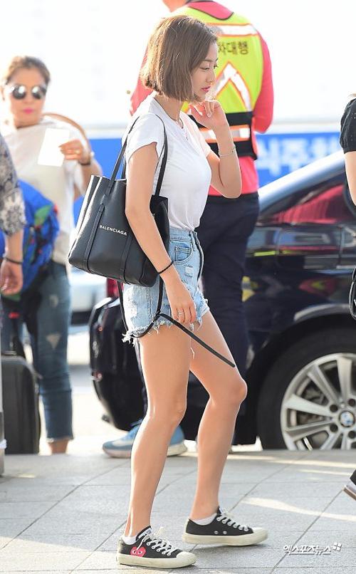 BTS Twice IZONE sân bay - 8