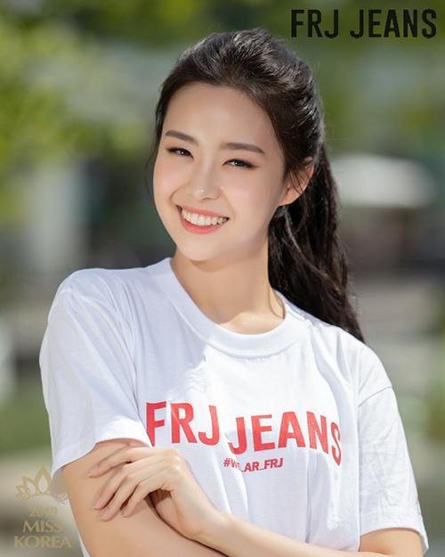Nhiều người nhận xét Kim So Yeon không cần trang điểm đậm đã đủ có nhan sắc thu hút.