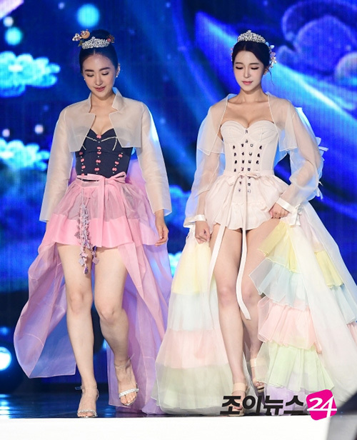 chung kết Hoa hậu Hàn Quốc 2019 diễn ra tối 11/7 tại Seoul, Hàn Quốc đã tìm ra ngôi vị hoa hậu xứng đáng là cô Kim Se Yeon, 20 tuổi. Tuy nhiên, phần trình diễn thời trang trong chương trình lại bị nhiều người chỉ trích. Khác với mọi năm, năm nay BTC cuộc thi bỏ phần thi áo tắm, thay vào đó các người đẹp từng chiến thắng Hoa hậu Hàn Quốc 2018 gồm hoa hậu, á hậu và các quý quân được mời trình diễn bộ sưu tập hanbok đặc biệt.
