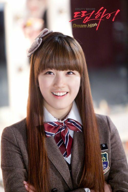 Suzy trong bộ phim đầu tay Dream High.