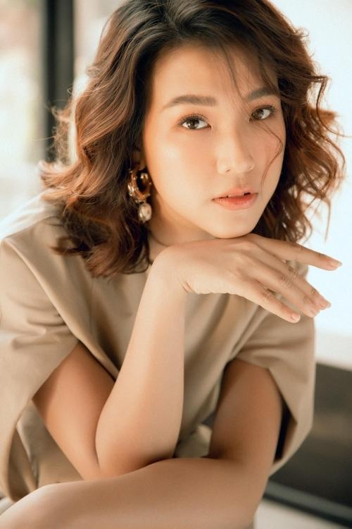 Á hậu Hoàng Oanh.