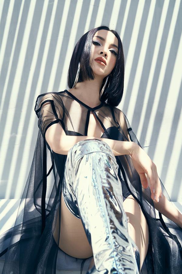 <p> Yến Trang cho biết sẽ không đóng khung ở một hình ảnh nhất định. Cô muốn biến hóa để mang đến màu sắc mới cho khán giả.</p>