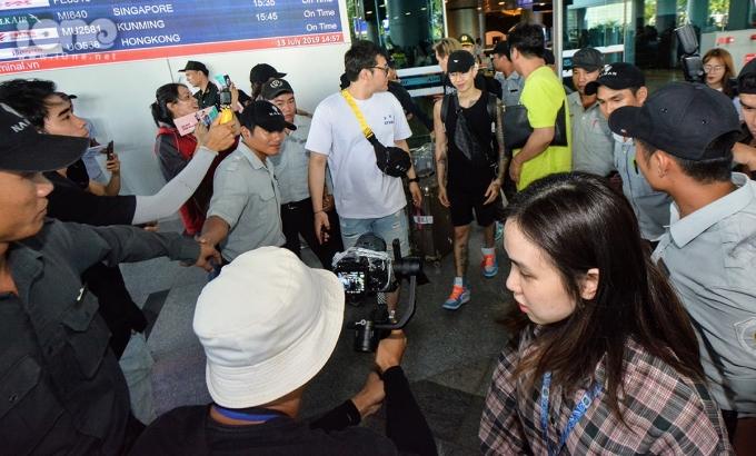 <p> Chiều 13/7,Jay Park xuất hiện ở sân bay quốc tế Đà Nẵng gây chú ý.</p>
